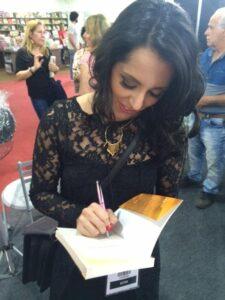 Soraya Abuchaim durante o lançamento e tarde de autógrafos